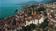 Neuchatel, Switzerland - This is a lovely city on Lake Neuchatel. Switzerland Places To Visit, Switzerland Tourism, Swiss Switzerland, Great Places, Places To See, Beautiful Places, Winterthur, Zermatt, Bern