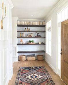 30 idées déco pour aménager sa bibliothèque - Ou comment transformer un couloir en bibliothèque. © Pinterest Instagram