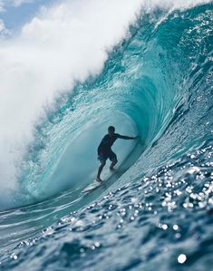 The oldest and most prominent big wave contest is the Eddie named after Oahu north coast Hawai'ian lifeguard and internet user Eddie Aikau. Another big wave surfing. Big Wave Surfing, Water Surfing, Big Waves, Ocean Waves, Ocean Pictures, Cool Pictures, Surfing Photos, Beneath The Sea, Surf Art