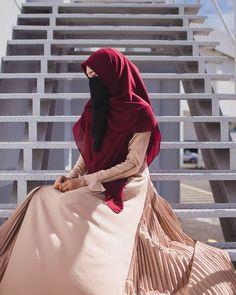 Image may contain: one or more people Arab Girls Hijab, Muslim Girls, Beautiful Muslim Women, Beautiful Hijab, Niqab Fashion, Muslim Fashion, Hijabi Girl, Girl Hijab, Islam