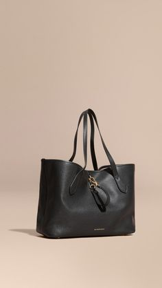 Medium Grainy Leather Tote Bag Black   Burberry