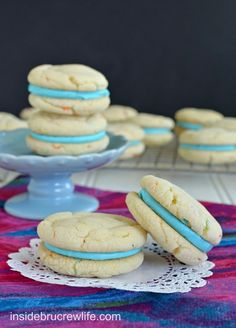 Cotton Candy Whoopie Pies - easy cake mix cookies filled with a Cotton Candy frosting (Colorful Candy Cake) Cake Mix Cookies, Cupcakes, Cupcake Cakes, Sandwich Cookies, Cake Mix Whoopie Pies, Shortbread Cookies, Oreo Cookies, Köstliche Desserts, Delicious Desserts