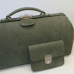 Green Leather, Leather Bags, Leather Handbags, Bagdad, Handmade Handbags, Diy Bags, Handmade Leather, Beautiful Bags, Hermes Kelly