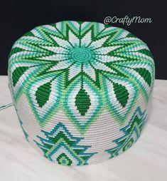 💚 Green Mochila, halfway through! 💚 Yarn: Ice Yarns Camilla Cotton Hook : Pattern by Marion Verloop Tapestry Crochet Patterns, Crochet Wall Hangings, Knitting Paterns, Crochet Quilt, Tatting Patterns, Crochet Stitches Patterns, Crochet Motif, Knit Crochet, Mochila Crochet