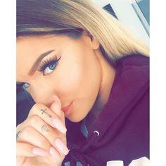 Dimonds Tattoo : Dimonds Tattoo : small diamond finger tattoo - Buy Me Diamond Diamond Finger Tattoo, Diamond Tattoos, Girl Finger Tattoos, Fancy Braids, Cool Braids, Beauty Makeup, Hair Makeup, Hair Beauty, Eye Makeup