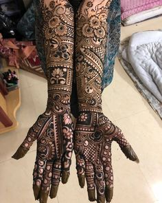 Henna is the most traditional part of weddings throughout India. Let us go through the best henna designs for your hands and feet! Full Mehndi Designs, Wedding Henna Designs, Engagement Mehndi Designs, Khafif Mehndi Design, Latest Bridal Mehndi Designs, Indian Mehndi Designs, Mehndi Designs For Girls, Mehndi Design Pictures, Tatoo Designs