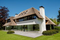 Thatched Roof, Amazing Buildings, Villa Design, My House, Sweet Home, Exterior, Mansions, House Styles, Outfit