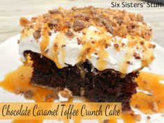 Six Sisters Chocolate Caramel Toffee Crunch Cake. This cake is so moist and bursting with chocolate, caramel and toffee! 13 Desserts, Fall Dessert Recipes, Delicious Desserts, Yummy Food, Health Desserts, Dessert Healthy, Health Foods, Fun Food, Healthy Meals