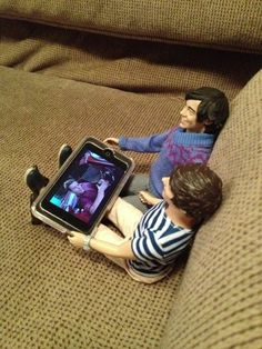 Harry and Louis watch some video clips. | 17 One Direction Dolls Who Came Alive At Night