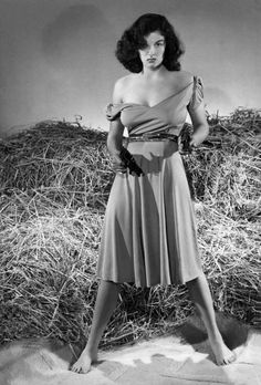 Jane Russell in The Outlaw (Howard Hughes, Hollywood Icons, Golden Age Of Hollywood, Vintage Hollywood, Hollywood Glamour, Hollywood Stars, Hollywood Actresses, Classic Hollywood, Turner Classic Movies, Classic Movie Stars