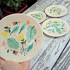 - Best ideas for decoration and makeup - Painted Ceramic Plates, Ceramic Clay, Hand Painted Ceramics, Ceramic Painting, Ceramic Pottery, Pottery Art, Painted Pottery, Painting Art, Pottery Painting Designs