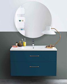 Årets färg 2018 på badrumsinredning heter NCS 6030-B10G – här på en GRAND Kommod 120 med beslag i mässing.