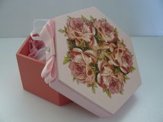 Caixa Sabonete Kitchen Labels, Jewellery Boxes, Painting On Wood, Decorative Boxes, Paper, Crafts, Craft Box, Handmade Crafts, Shabby Chic Decor