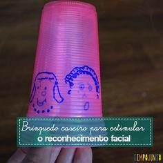 Um brinquedo caseiro feito com copos descartáveis ajuda as crianças a identificarem e criarem rostos e expressões faciais.