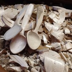 """""""#spoons #spoonmagic #spooncarving #greenwoodworking #handmade #woodchips #woodspoons #nikon #nofilter #dosomething #maple"""""""