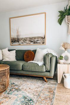 Boho Living Room, Home And Living, Living Room Decor Green Couch, Living Room Inspiration, Home Decor Inspiration, Home And Deco, Apartment Living, Living Room Designs, House Design