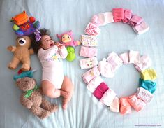 here to here From the third 3 months months) with your baby - Lexi Fletcher - Monthly Baby Photos, Newborn Baby Photos, Baby Girl Photos, Baby Poses, Cute Baby Pictures, Baby Girl Newborn, Baby Baby, Cute Baby Videos, Foto Baby