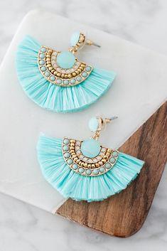 Jewelry Design Earrings, Tassel Jewelry, Beach Jewelry, Designer Earrings, Beaded Earrings, Earrings Handmade, Jewelry Accessories, Handmade Jewelry, Feet Jewelry