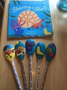 Story spoons - sharing a shell Literacy Activities, Summer Activities, Sharing A Shell, Rainbow Fish Story, Painted Spoons, Wooden Spoons, Story Sack, Underwater Theme, Puppet Crafts