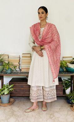 Pakistani Fashion Casual, Pakistani Dresses Casual, Pakistani Dress Design, Indian Gowns Dresses, Indian Fashion, Wedding Dresses For Girls, Indian Wedding Outfits, Indian Party Wear, Indian Wear