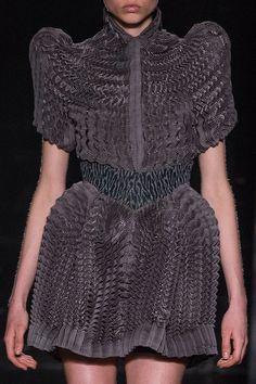 Iris Van Herpen at Paris Fashion Week Fall 2016 - Details Runway Photos