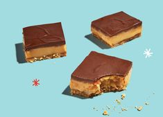 Truly the Best-Ever Caramel Slice. A thick layer of delicious caramel, sandwiched between coconut biscuit base & mouthwatering dark chocolate. Baking Recipes, Cake Recipes, Dessert Recipes, Desserts, Baking Ideas, Dessert Ideas, Chocolate Caramel Slice, Mini Chocolate Chips, Yummy Treats