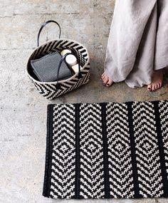 Discount Carpet Runners For Hall Crochet Carpet, Crochet Yarn, Crochet Home Decor, Diy Carpet, Tapestry Crochet, Knitting Designs, Handicraft, Dyi, Crochet Projects