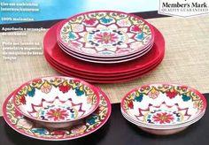 Jogo de pratos desenho flor decoração mesa de almoço jantar. 6 pratos pequenos decorados e 6 pratos grandes lisos  100 % melamina. Disponível nas cores azul ou vermelho Para uso em ambientes externos e internos.