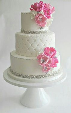 These lovely white wedding cakes have just made my day. It's such a great feeling to come across beauty so unexpectedly, especially when it involves perfectly crafted cake masterpieces made with brilliant floral . White Wedding Cakes, Beautiful Wedding Cakes, Gorgeous Cakes, Amazing Cakes, Cake Wedding, Wedding Blog, Wedding Ideas, Pink And Grey Wedding Cake, Quilted Wedding Cakes