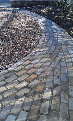 Front garden path bordering gravel drive #paths #gardens http://www.johnwoodgardendesign.co.uk/