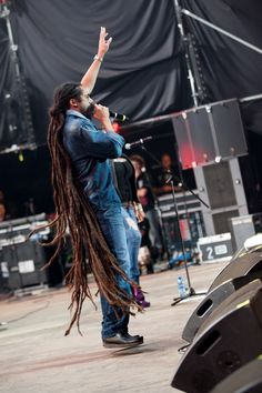 Damien Marley has some of the most amazing dreads i have literally ever seen! Bob Marley Kids, Reggae Bob Marley, Marley Family, Damian Marley, Bob Marley Mellow Mood, Marley Brothers, Woodstock Festival, Dreads Girl, The Wailers