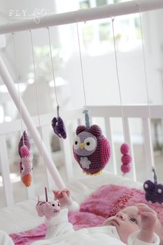 this is a cute idea for making a fun play thing for emma......possibly try making it with PVC, cover it in yarn (like theyarn wreaths i now love!) and make my own hanging things for her to play with! great idea me =D lol