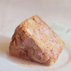 Strawberry Rhubarb Breakfast Cake @keyingredient #cake #dessert #breakfast