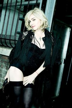 Madonna Photos of Madonna Vogue, Madonna Fashion, Lady Madonna, Madonna 80s, Divas Pop, Madona, Madonna Pictures, Sexy, Female Singers