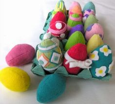 Handmade Felt Food * Decorated & Colored Easter Eggs * DIY * to make for pretend play. Hand embroidered DIY crafting inspiration!