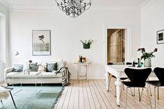 Vardagsrummet är beläget mellan kök och sovrum