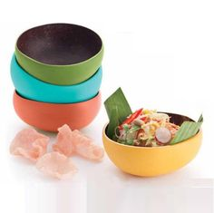 Why not have a meal in a bowl that's made from #recycled coconut shells: http://bit.ly/1oJH98w