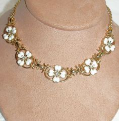 White 4- Leave Clovers Crystal Diamond Rhinestones Necklace Vintage Choker Lisner Links