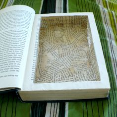 DIY vintage book safe - so Shawshank. Diy Vintage Books, Diy Old Books, Old Book Art, Old Book Crafts, Fun Crafts, Paper Crafts, Book Safe, Recycled Books, Book Folding