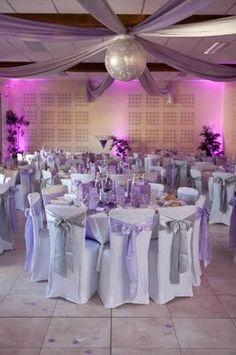 Salle de réception - blanc, argenté et mauve violet