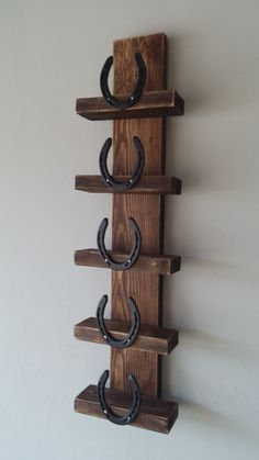18 Super Cool DIY Horseshoe Projects That Will Add Charm To Your Home DecorYou can find Horseshoe crafts and . Horseshoe Projects, Horseshoe Crafts, Horseshoe Art, Wood Projects, Welding Projects, Horseshoe Decorations, Diy Welding, Horseshoe Ideas, Blacksmith Projects