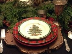 Christmas table.  I want this table setting love it