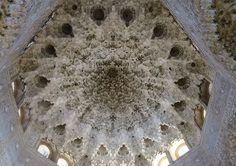 美しすぎる装飾や細工に感動!スペイン・グラナダのアルハンブラ宮殿 | スペイン | トラベルjp<たびねす>