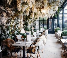 In the heart of London's Bloomsbury, the Dalloway Terrace is a year-round indoor-outdoor bar and restaurant within the elegant Bloomsbury Hotel London Christmas, Christmas Trends, Christmas Brunch, London Winter, Xmas, Luxury Restaurant, Restaurant Design, Luxury Cafe, Weihnachten In London