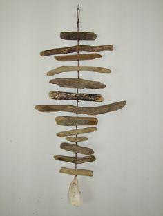 Mobile inspir de la mer avec bois flott et coquillages bord de mer pinterest coquillages - Mobile en bois flotte ...