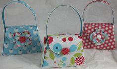 by Carolyn Payne http://www.carolpaynestamps.com/2012/04/stampin-up-summer-smooches-petite-purses.html