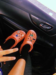 Crocs Shoes, Shoes Heels, Cute Shoes, Me Too Shoes, Croc Charms, Trendy Outfits, Cute Outfits, Crocs Classic, Feminine Fashion