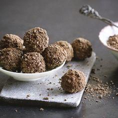 Eine ungewöhnliche Kombination aus dunkler Schokolade und schwarzem Pfeffer. Wer es scharf mag, wird diese Trüffel lieben.