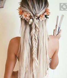 Decorate your hair with lowers this summer