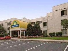 Newport News (VA) Days Inn Newport News Oyster Point at City Center United States, North America Set in a prime location of Newport News (VA), Days Inn Newport News Oyster Point at City Center puts everything the city has to offer just outside your doorstep. The hotel offers a high standard of service and amenities to suit the individual needs of all travelers. Service-minded staff will welcome and guide you at the Days Inn Newport News Oyster Point at City Center. Each guestr...